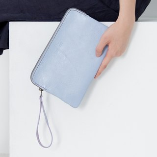 'TRIPLET GIANT' CLUTCH BAG WITH WRIST STRAP MADE OF COW LEATHER- LIGHT BLUE