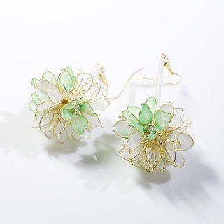 Flower ball green x white hand made jewelry earrings