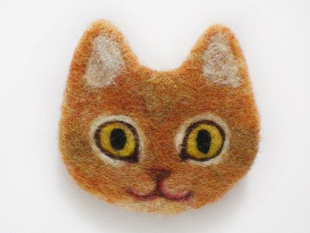 cat face felt brooch [red]