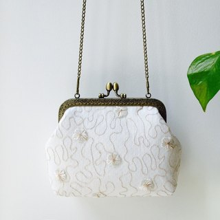 Lace art mouth gold bag cheongsam bag Messenger bag embroidery flower iphone phone bag mobile phone bag oblique bag bag bag birthday gift B