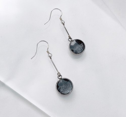 Black and silver rendering gemstone handmade earrings 925 sterling silver needle can be changed