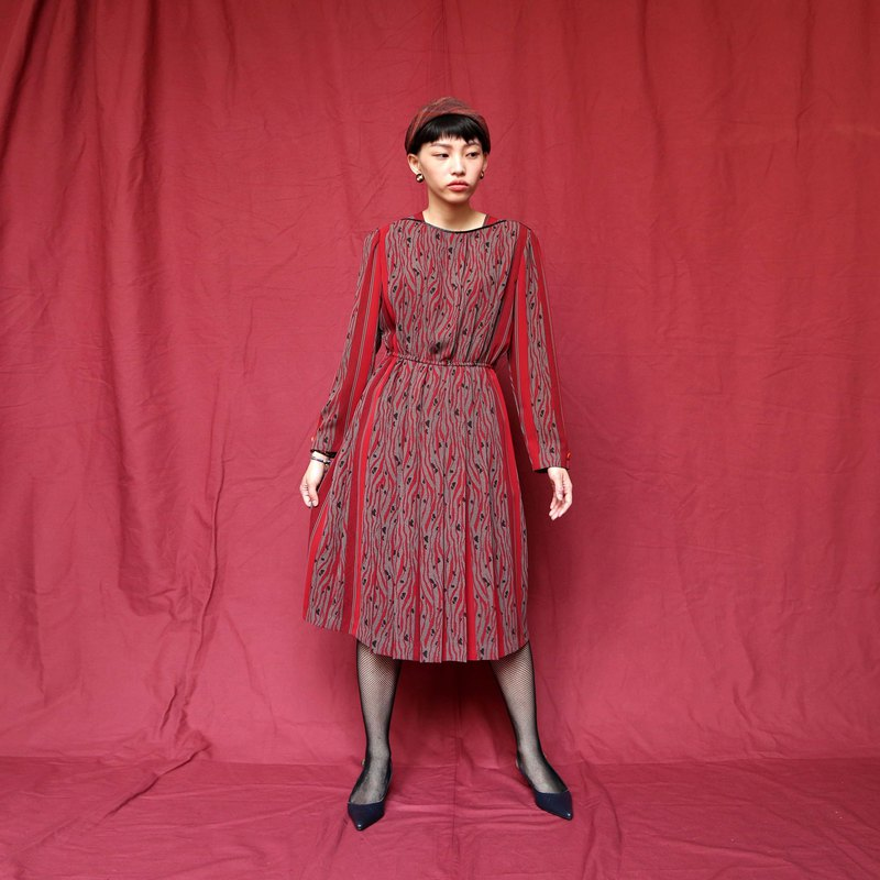 Pumpkin Vintage. Ancient round neck print dress