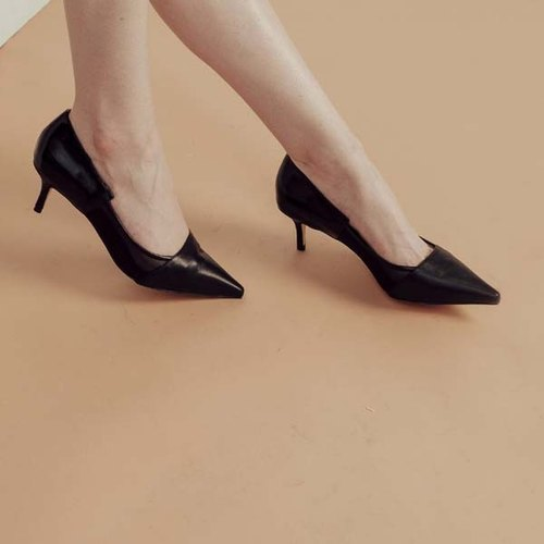 Different material net yarn structure pointed leather low heels black