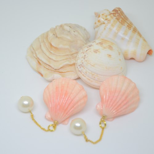 Pink shell ear (ear / clip) ring