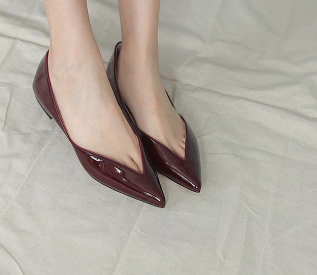 Deep V mouth leaf pointed leather flat shoes mirror red