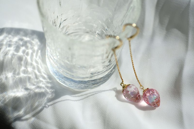 Strawberries Gold Dew Drop Earrings (Glass Strawberry)