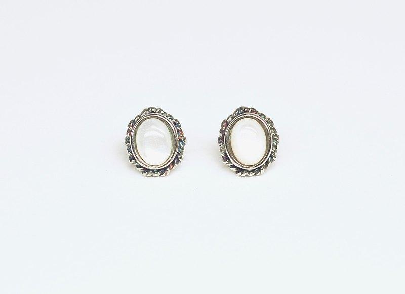 二毛銀【雙捆麻花天然石耳針-貝殼】純銀。一對。可改耳夾