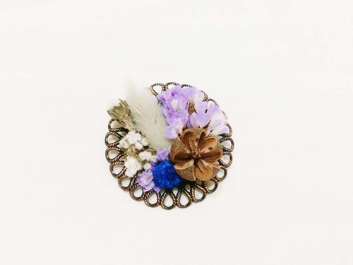 Her Bouquet box in Call | dried flowers pale blue badge bronze rabbit tail grass fruit purple stars