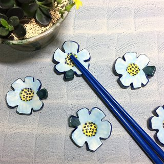 Blue and white flowers festive chopsticks frame (sold out re-made models) _ pottery and chopsticks rack