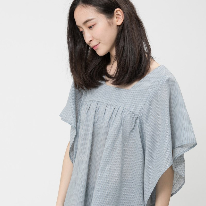 Olina wide sleeve and trapeze neckline top / Blue straight