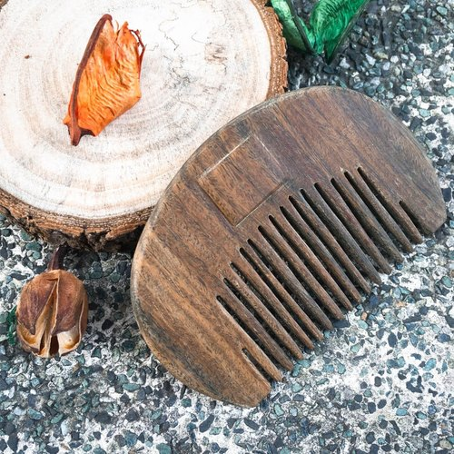 Hand and wind wood comb - green sandalwood