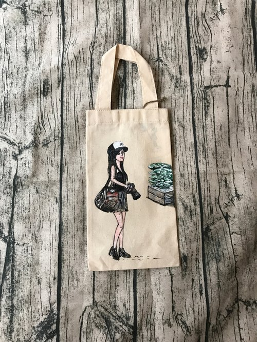 Hand-painted canvas girl green drink bag / canvas drink bag