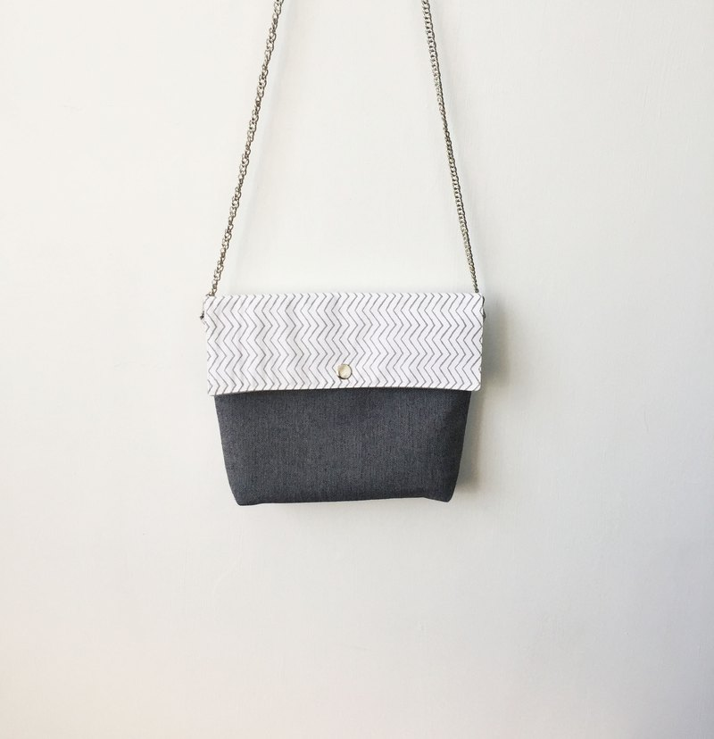Wahr_all of  lines clutch / chain bag / shoulder bag/with chain