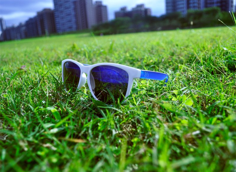Sunglasses│White+Blue Frame│Blue Lens│UV400 protection│2is Bates
