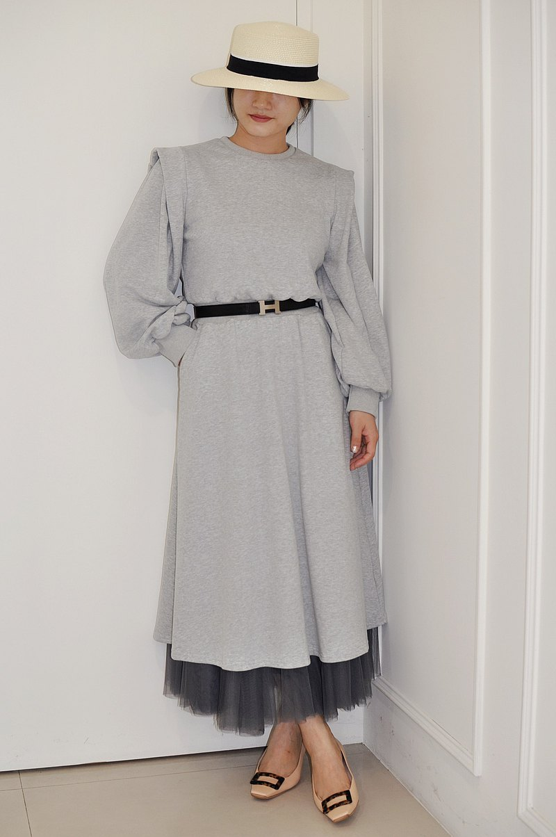 Flat 135 X Taiwan designer series gray cotton shoulder wrinkle waist elastic long-sleeved dress