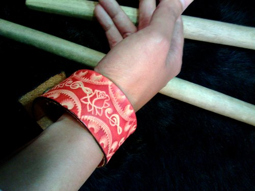 〖ROSA MUSICA〗handmade leather-carving wristband (Fata'an leather-carving series)