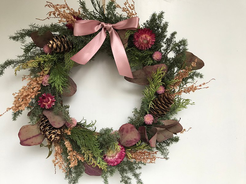 Limited Straw Chrysanthemum and Polygonum cuspidatum Flower Christmas Wreath