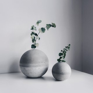 PLANET Concrete vase/Paper weight/Incense holder