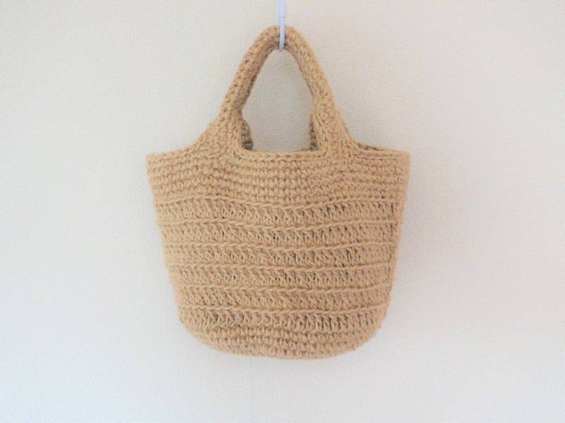 Round bottom tote bag, jute string, striped pattern