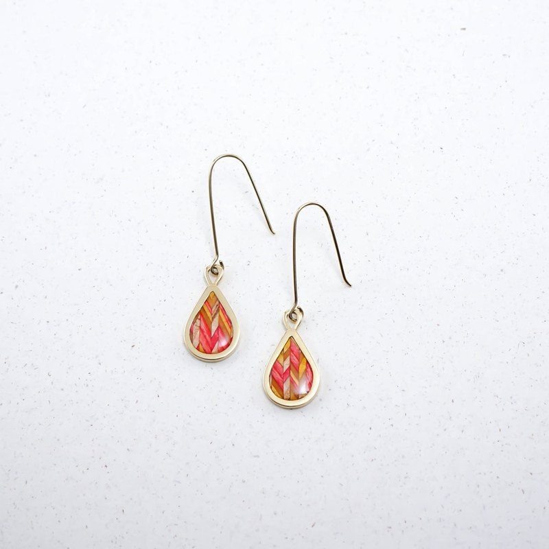 Send wood style drop earrings / pink