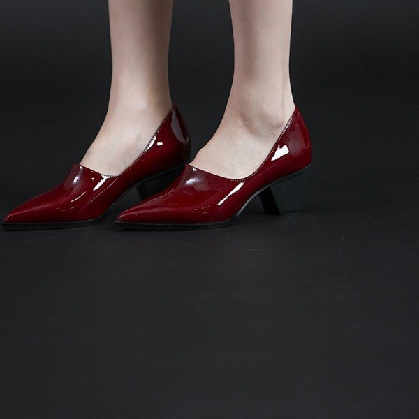 Under the beauty of the digging oblique pointed diamond-shaped thick heel shoes mirror red