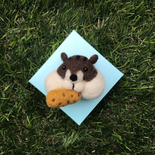 """Squirrel"" wool felt brooch"