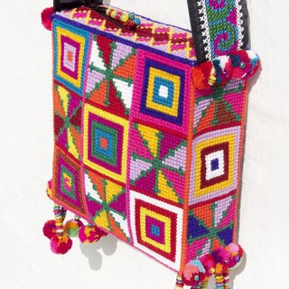 Christmas gift exchange gifts Christmas market limited edition handmade crochet side backpack / shoulder bag / Tote bag / Crossbody / woven bag / wayuu wind embroidery bag - warm South American totem square woven bag