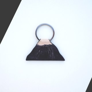 ◄ ► zero volcanic mountain context // key ring - hand-dyed Italian leather
