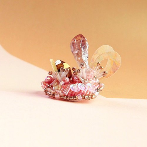 Planet - Peach. Honey semi-transparent crystal mini-island brooch