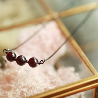 Goth - red garnet beads black necklace mysterious noble