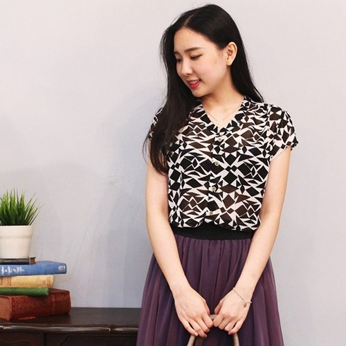GT black and white color stand-up collar short-sleeved shirt