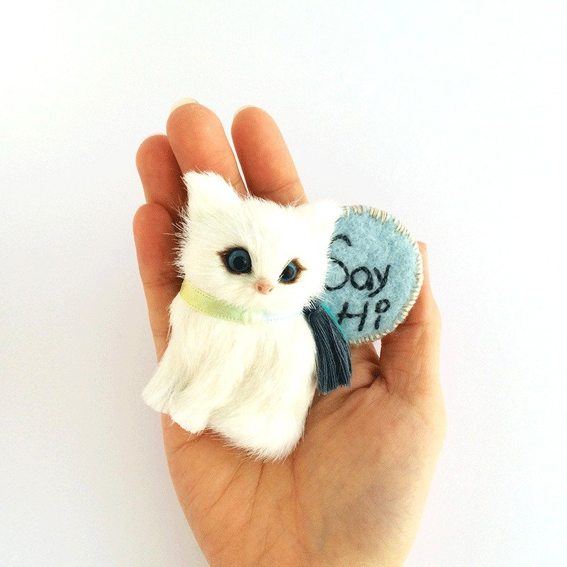 say hi sitting cat badge / pin - sweet white and blue lines