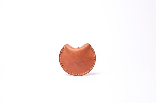 HIKER Leather Studio // Round Purse_Light brown color