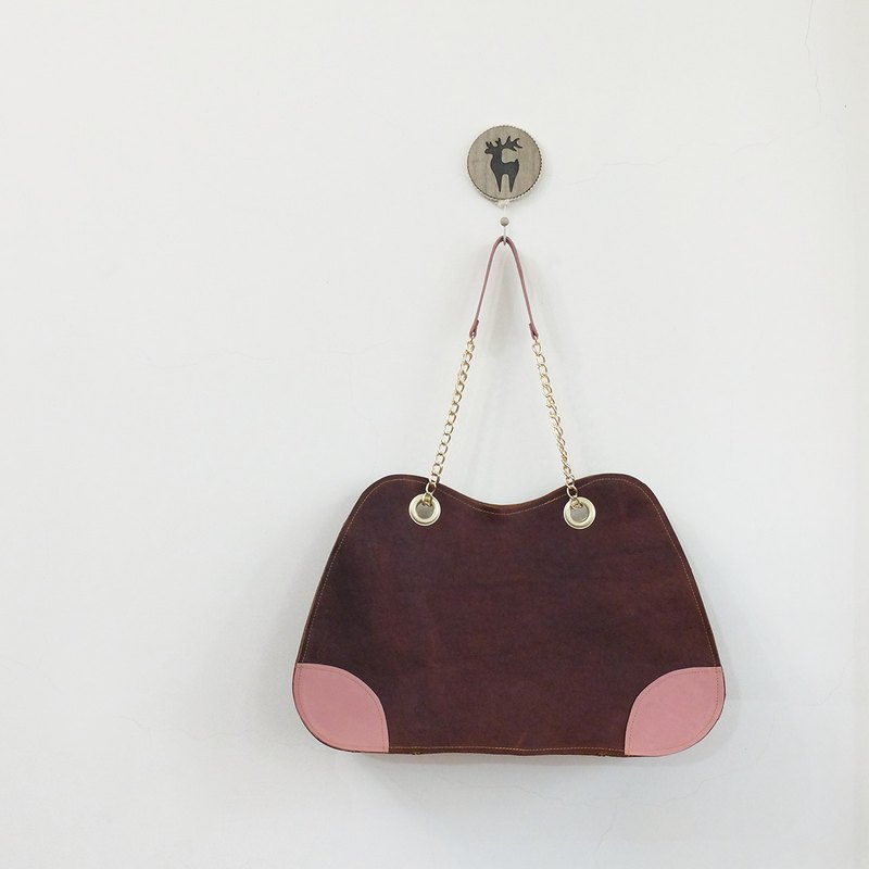 Strawberry brownie Yamagata back side chain bag cowhide can hold A4 deep skillful coffee