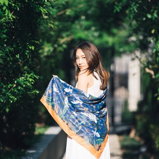 亞馬遜 - 深藍底絲巾/圍巾 (Amazon Scarf in Dark Blue with Orange boarder)