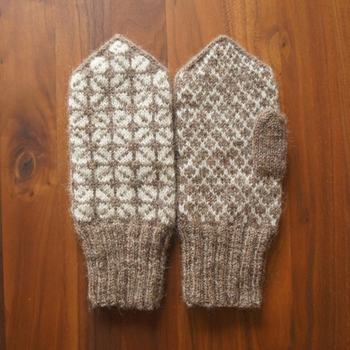 Mittens of Latvia traditional pattern