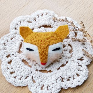 Yellow fox pin / magnet / key ring / animal hair ornaments