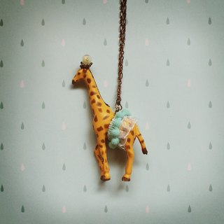 Gorgeous adventure - giraffe necklace