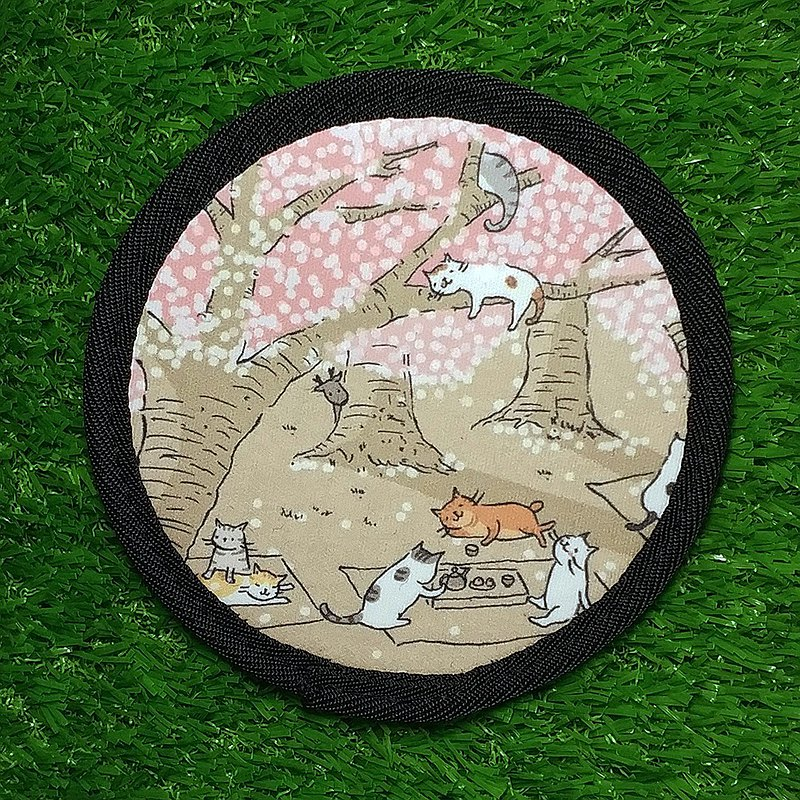三貓小舖-潛水布超吸水杯墊-貓賞櫻(插畫家-貓小姐)