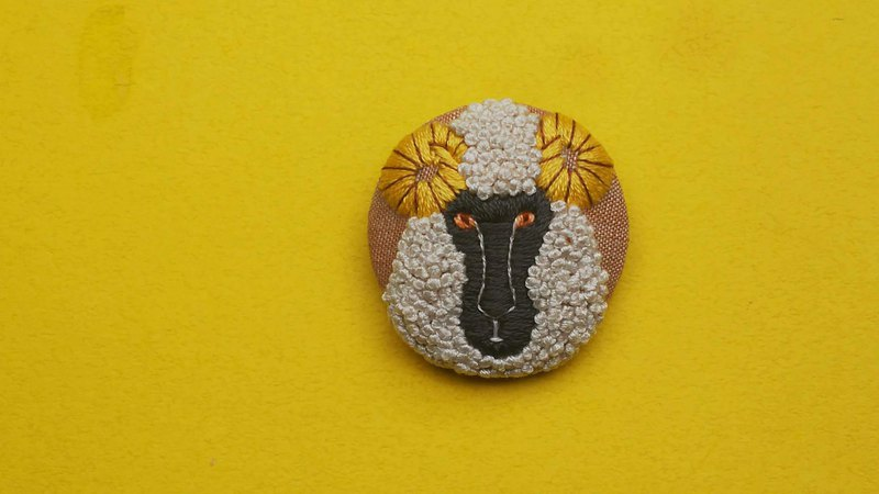//make to order// Black sheep handembroidery brooch