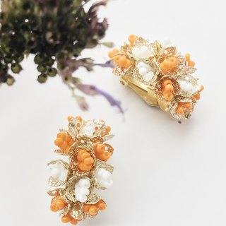 Blooming / early orange gold and white clip earrings