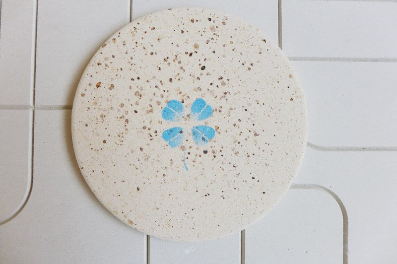 Japan [surprised] Li Feng Tang instant dry coaster - Clover (blue) Gui diatomaceous earth Diatomaceous earth instantly drops water droplets inhibit bacterial gift
