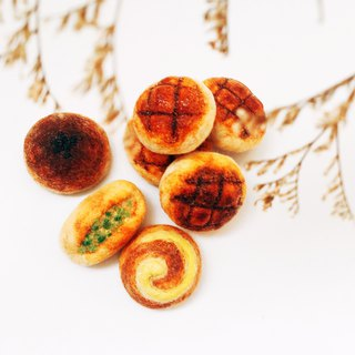 Simulation Bread Pin Charm / Pineapple Bread / Green Onion Bread / Red Bean Bread / Klimt Bread /