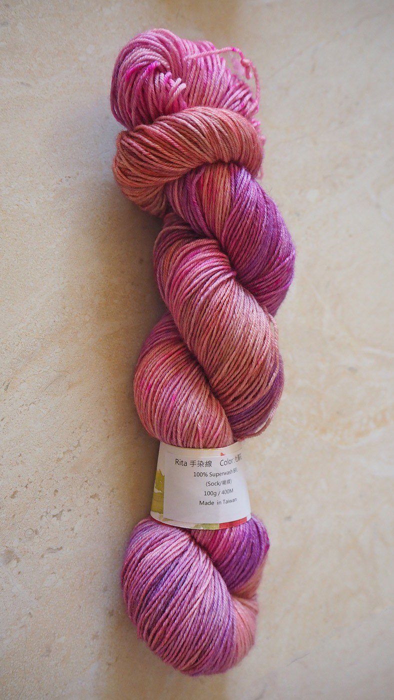 Hand dyed the line. Azalea (100% BFL) (sock line)