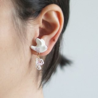 [Unicorn Forest] Flirt Wings Simple Platycodon Flower White Single Stud / Ear clip