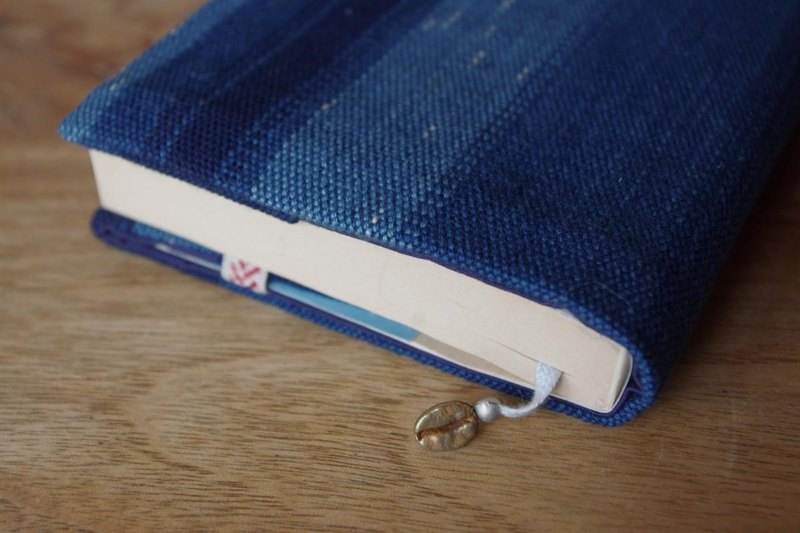 ★ Bookmark & ​​Charm with Indigo Starry Sky Book Cover Paperback Size (You can adjust the size)