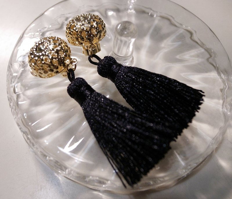 Bollywood tungsten basket empty ball with jet black tassel clip earrings