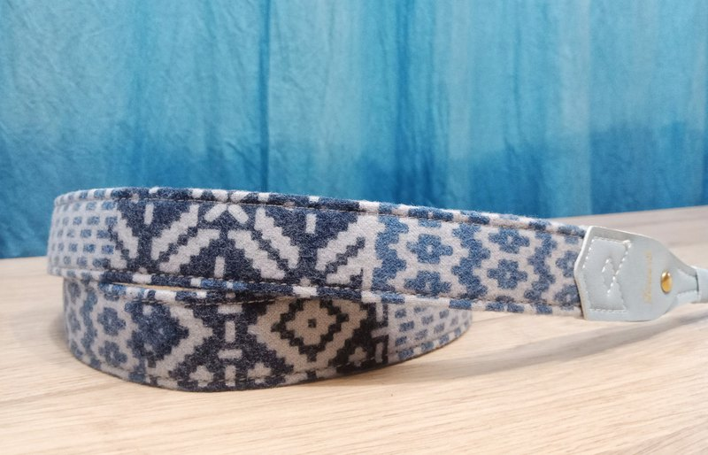 [Change the season] goods 2.5 pressure camera strap - Indian blue - wool cloth - characteristic ethnic style
