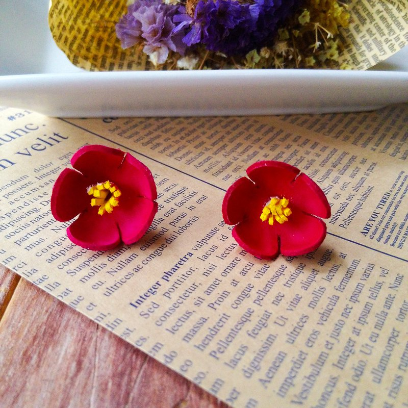 Leather design flower earrings red petals yellow core steel needle Kai handmade leather