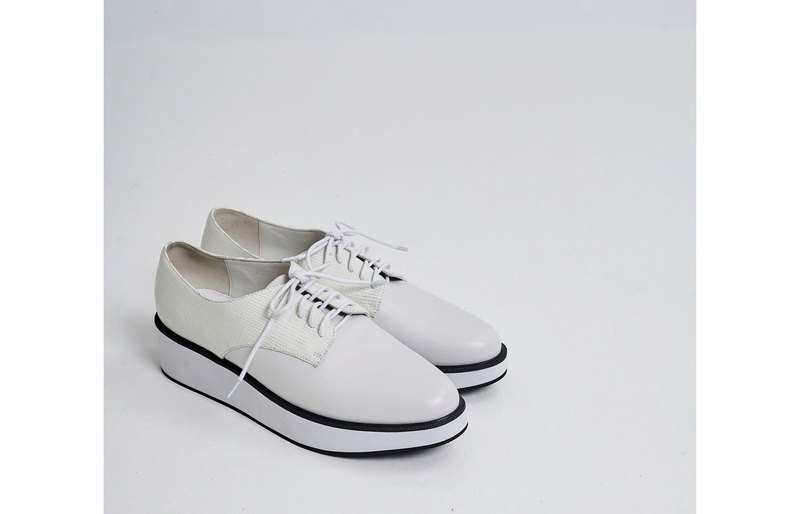Color matching strap thick bottom round casual shoes white